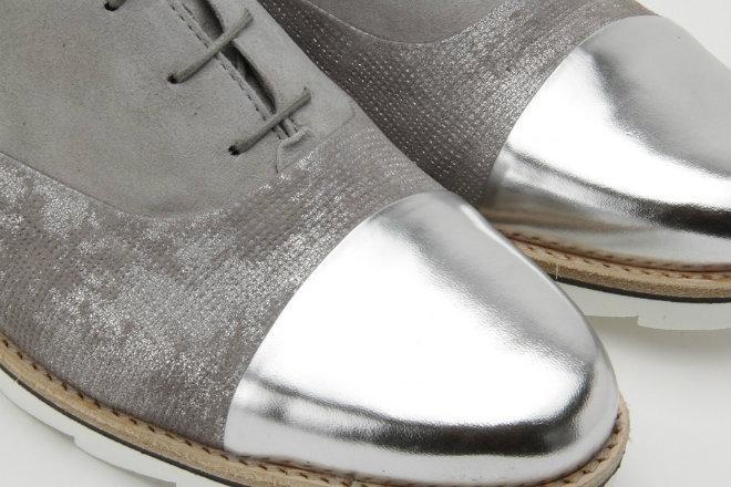 Schuhe mit Metallic-Effekt