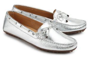 Uebergroessen Mokassins Leder Metallic-Muster handgefertigte Naehte umlaufendes Schnuerband Silber