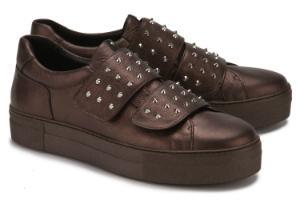 Premium Sneaker in Uebergroessen mit Plateausohle und Klettverschluessen Bronze
