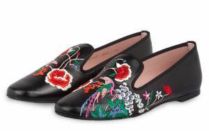 Luxus Slipper mit Blumenstickereien von Pretty Ballerinas in Uebergroessen Schwarz