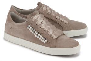 Luxus Sneaker mit Perlen-Applikationen von Kennel und Schmenger in Uebergroessen Beige