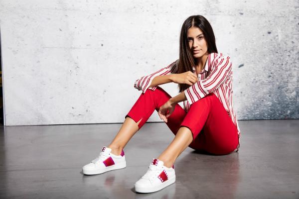 Weisse Kennel und Schmenger Sneaker aus hochwertigem Glattleder in Uebergroessen