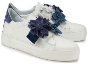 52923b2a4f Plateau-Sneaker in Uebergroessen mit Blumendetails von Rossaro Weiss Blau