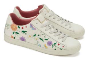 80460570c3 Sneaker mit auffaelligem Blumen-Muster in Uebergroessen Weiss ...