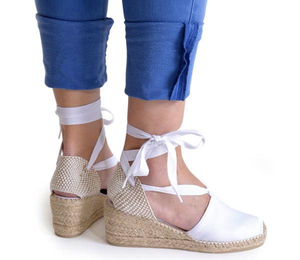 keil-sandaletten-in-uebergroessen-mit-schnuerung-weiss