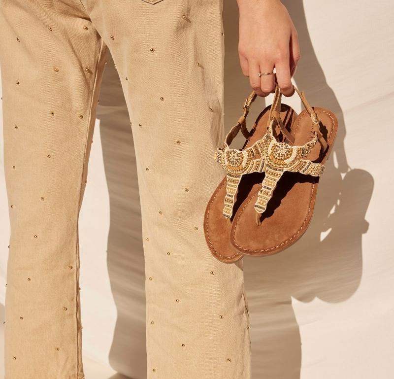 Stilvoll durch den Sommer Zehentrenner-Sandalen